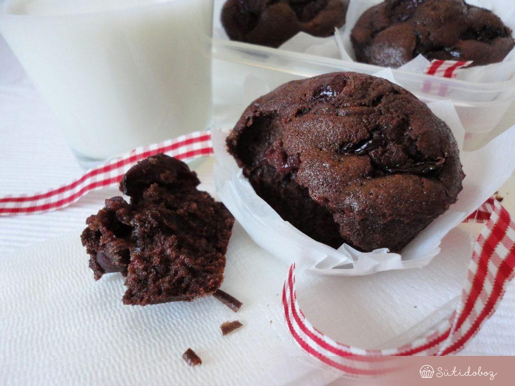 Rumos-meggyes csokis muffin