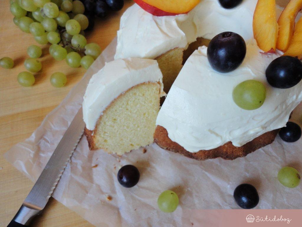 Citromos kuglóf friss gyümölccsel