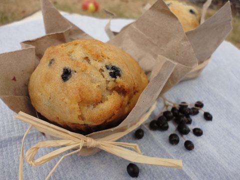 Almás-bodzabogyós muffin