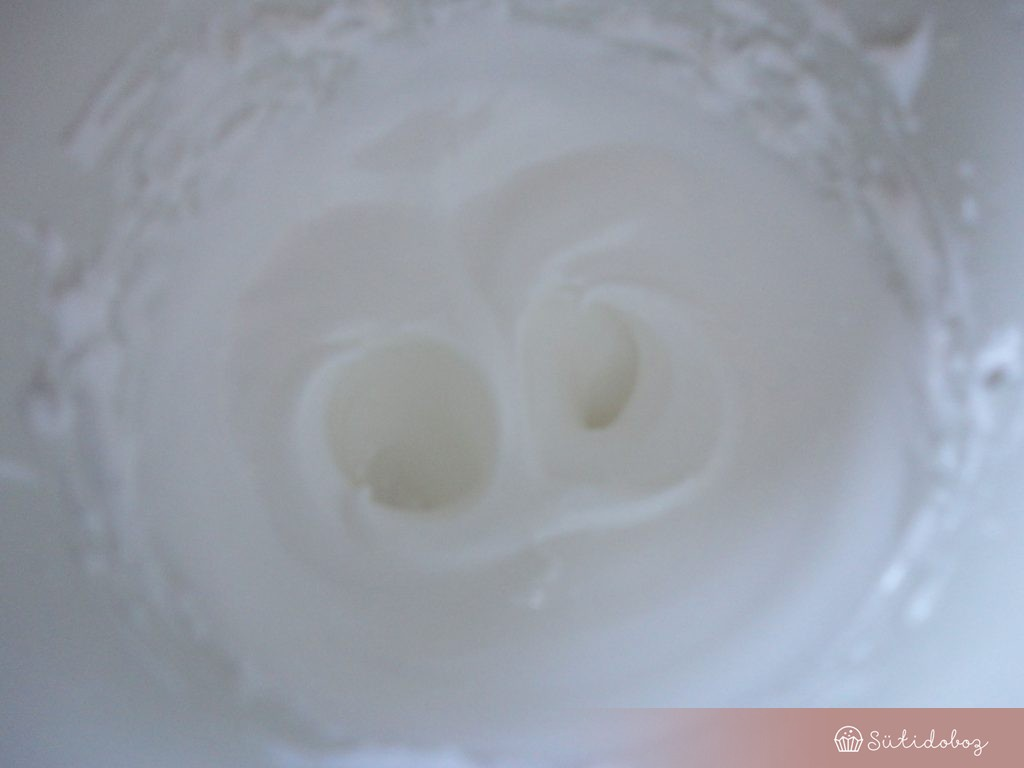 Tojásfehérje a cukorsziruppal