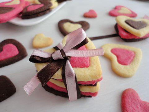 Színes szívecskés keksz