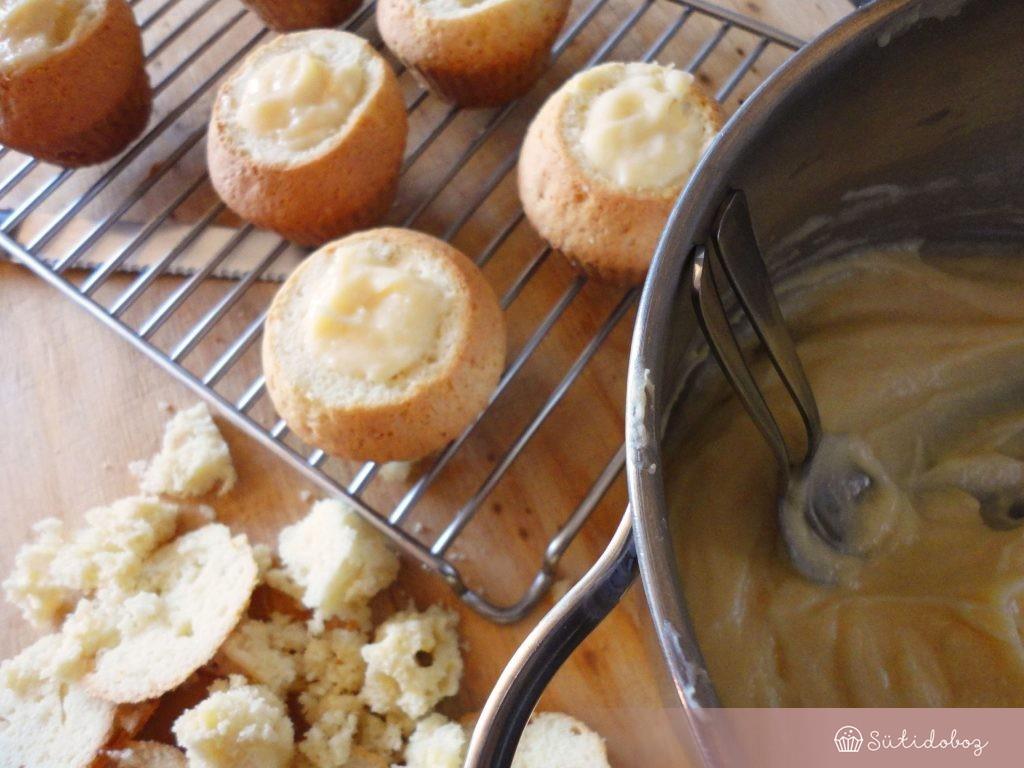 Megtöltjük a muffinokat