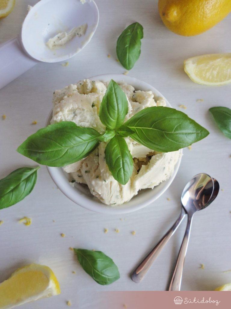 Bazsalikomos citrom fagyi citrom mártással