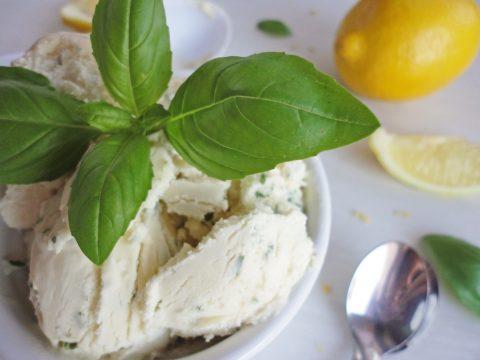 Bazsalikomos-citromos fagyi