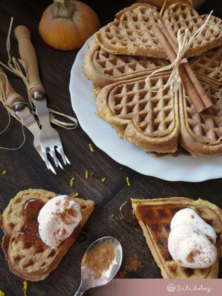 Sütőtökös waffle csokidarabkákkal és füszeres sütötök sziruppal