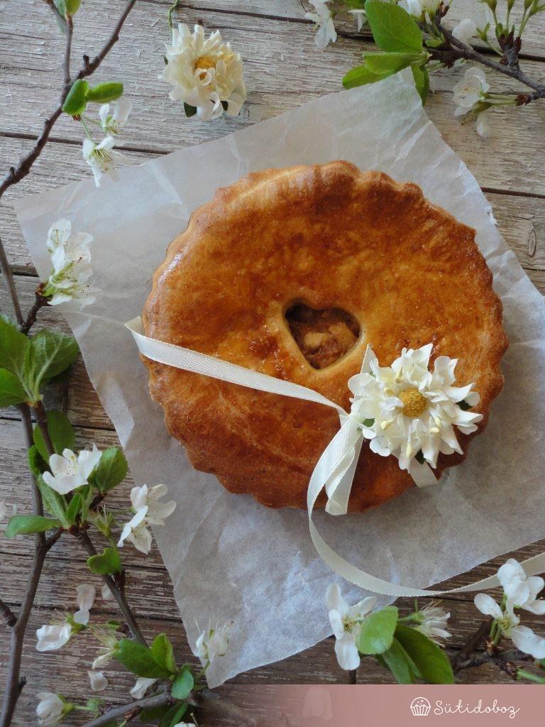 Almás pite Gruyére sajttal