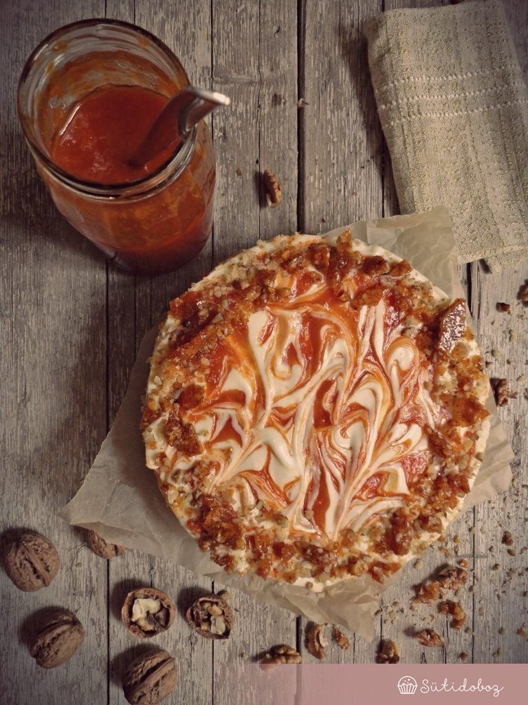 Sárgabarackos-grillázsos sajttorta sütés nélkül