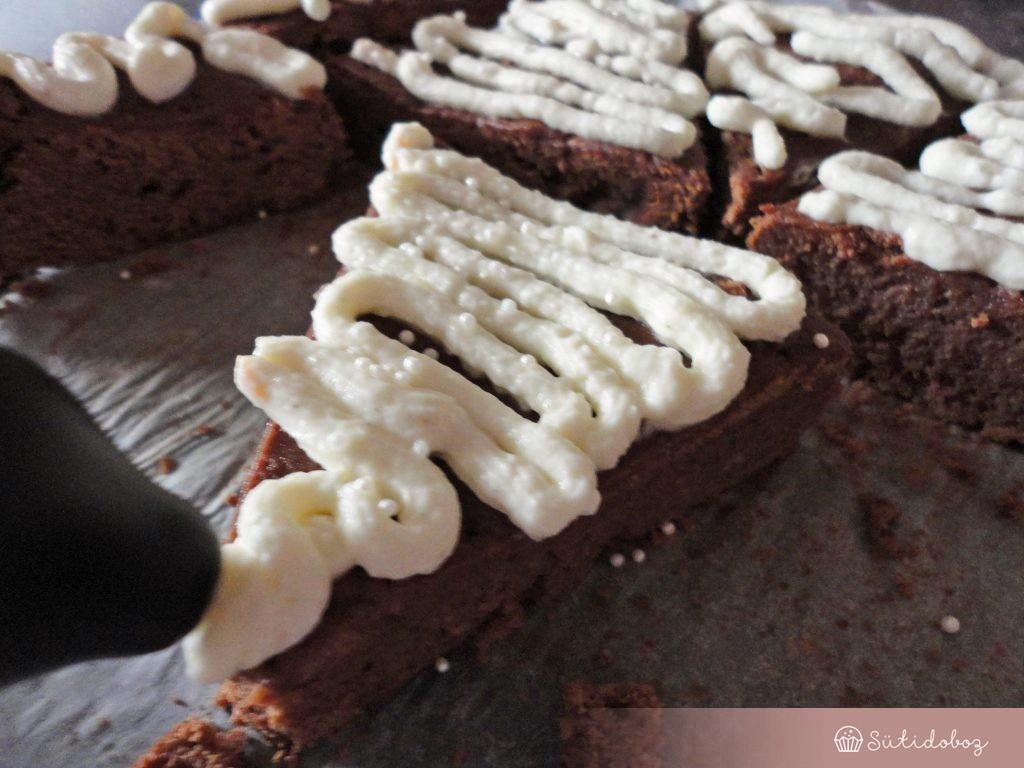 Mézeskalács brownie díszítése