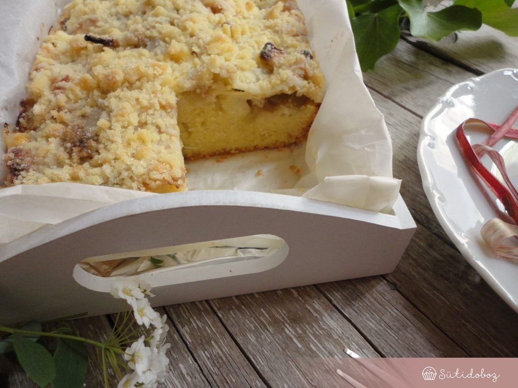 Rebarbarás morzsás süti
