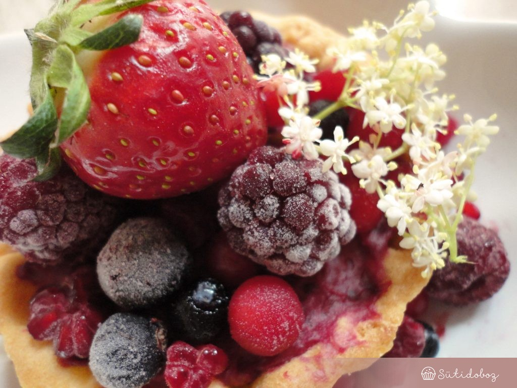 Erdei gyümölcsös torta