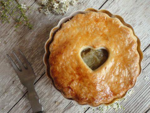 Rebarbarás almás pite bodza habbal
