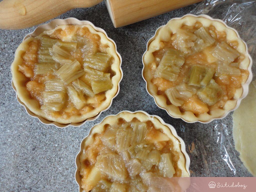 Rebarbarás almás pite megtöltése