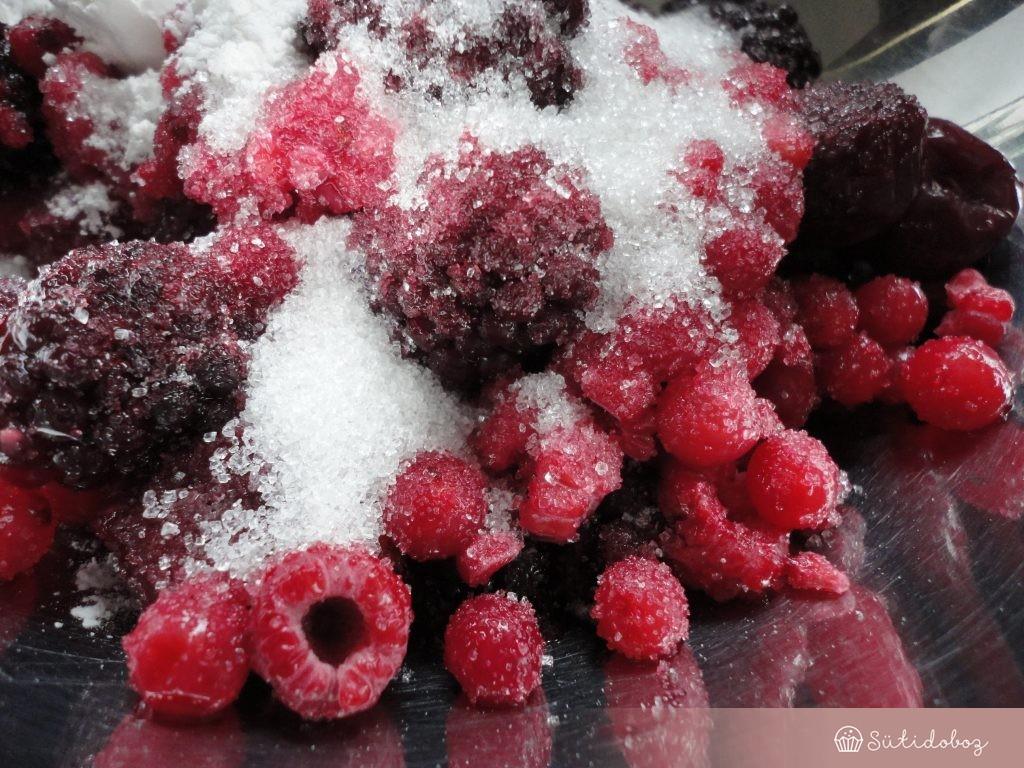 Bogyós gyümölcs töltelék