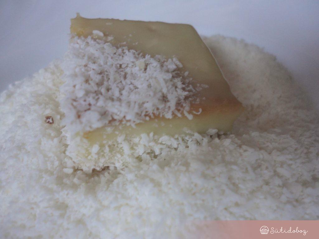 Fehércsokis kókuszkocka készülőben