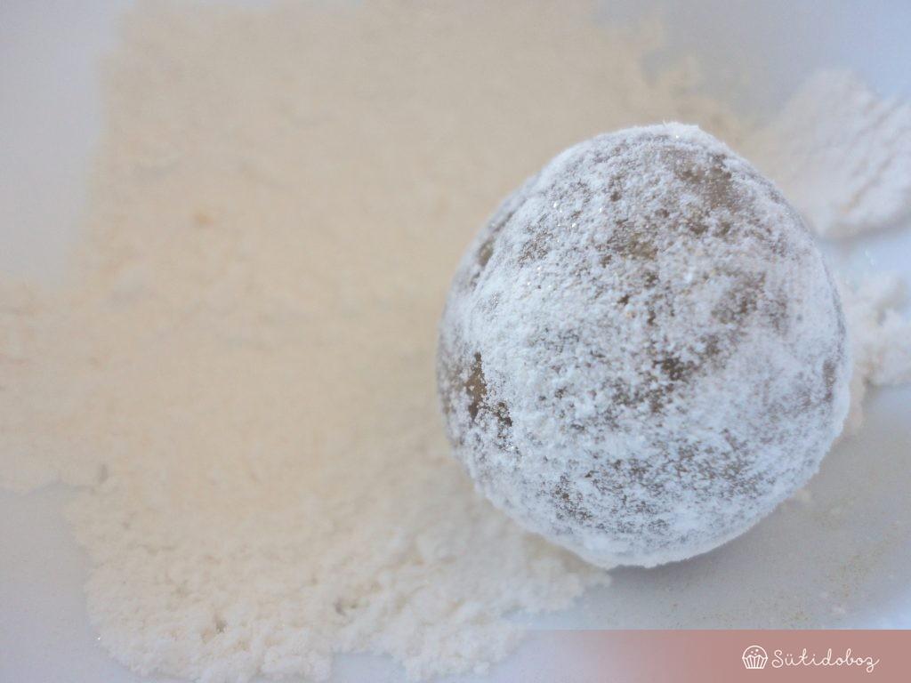 Fahéjas kekszgolyók aranyporral