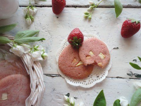 Epres keksz fehércsoki darabokkal