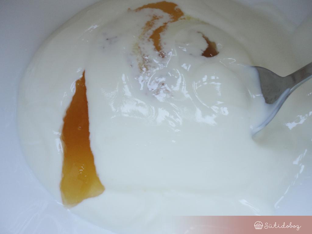 Erdei gyümölcsös-joghurtos jégkrém készítése