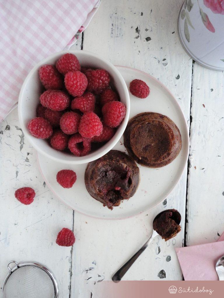 Láva muffin málnával
