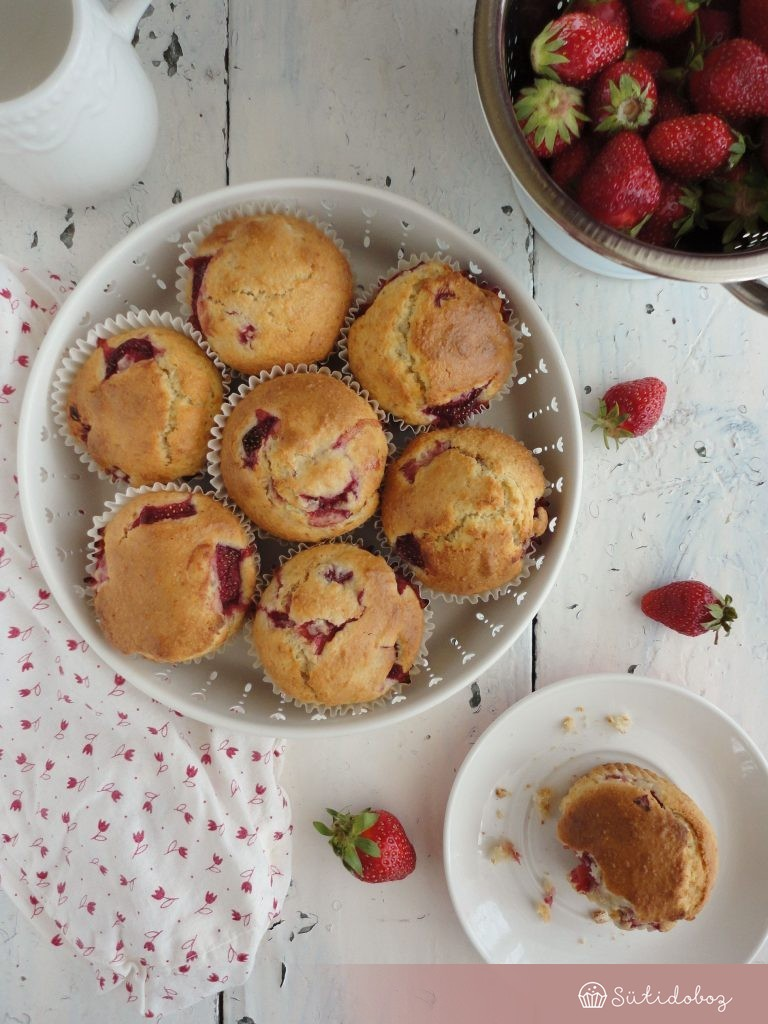 Kókuszos muffin eperrel
