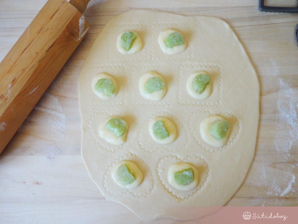 Rebarbarás-vaníliás mini pite készítése
